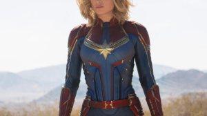 Brie Larson pela primeira vez no uniforme oficial Capitã Marvel