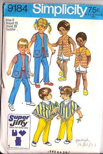 Com a chegada do movimento libertário feminino, a ideia era vestir meninas com as mesmas roupas de meninos