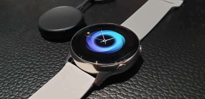 Galaxy Watch Active pode ser carregado com o Galaxy S10