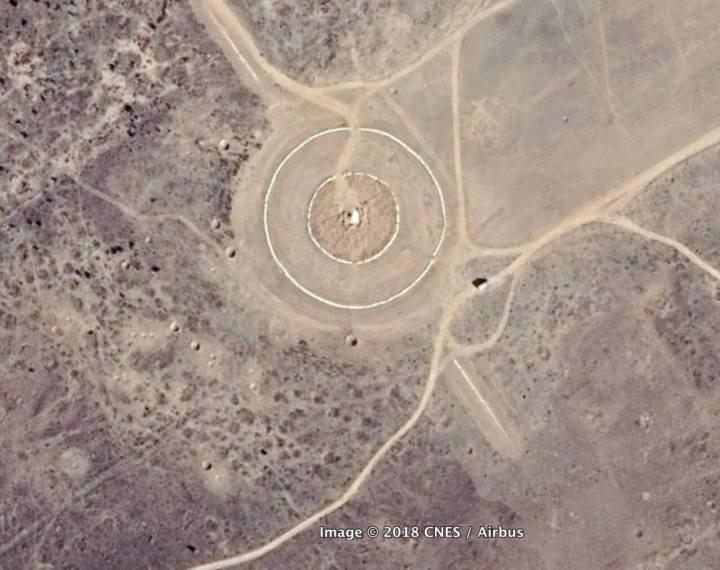 Imagem do Google Earth: O formato representa uma espécie de alvo militar e se encontra perto das fronteiras do Paquistão.