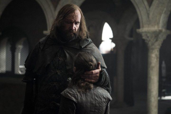 Cão de Caça se despedindo de Arya.