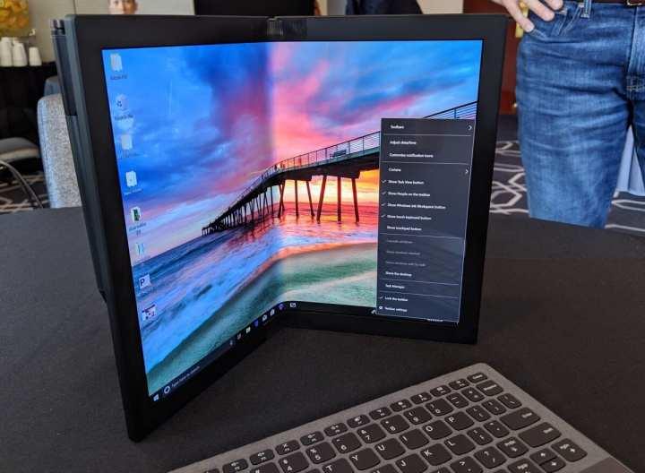Foto mostra o novo protótipo de PC da Lenovo, um PC dobrável