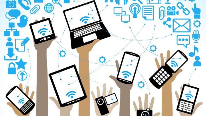 """Foto mostra vários dispositivos com a tecnologia de Wi-Fi, com a enfase de """"Tudo tem Wi-Fi"""""""
