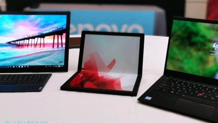 Foto mostra o protótipo da Lenovo perto de outros computadores, se destacando com classe perto dos mesmos