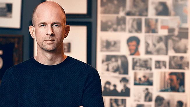 Tor Myhren, VP de marketing e comunicação da Apple
