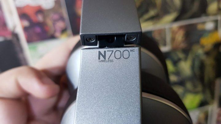 Acabamento de qualidade acompanha o AKG N700NC.