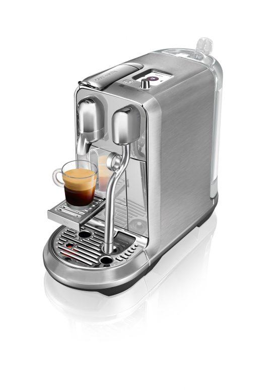 Máquina de preparar Latte art da Nespresso tem acabamento premium em aço inoxidável
