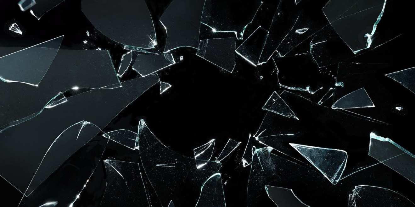 """Imagem do final do episódio de Black Mirror, quando a tela """"quebra""""."""