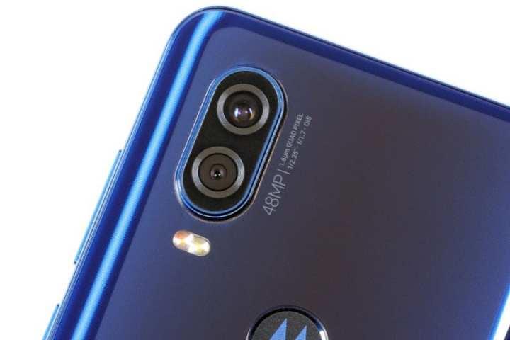 As duas câmeras traseiras do Moto One Vision