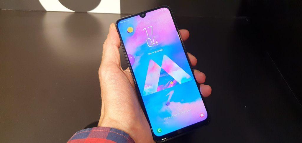 O Galaxy M30 é o smartphone mais potente da nova linha da Samsung