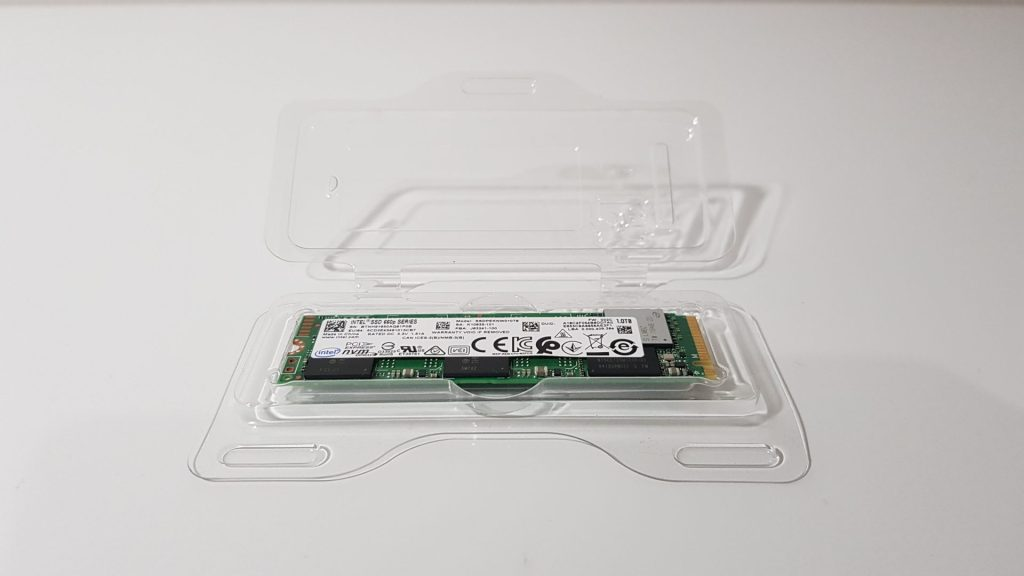 Intel SSD 660p com case de plastico