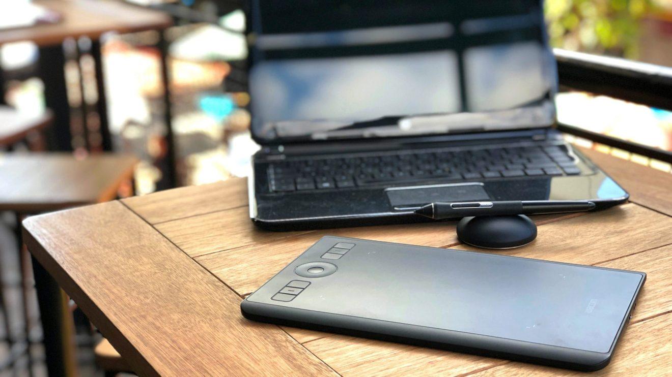 O design da mesa digitalizadora é sóbrio e a utilização em ambientes abertos não chama atenção