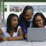 Pesquisa inédita feita pelo Google mostra o posicionamento de pais e professores quanto ao uso da tecnologia na sala de aula