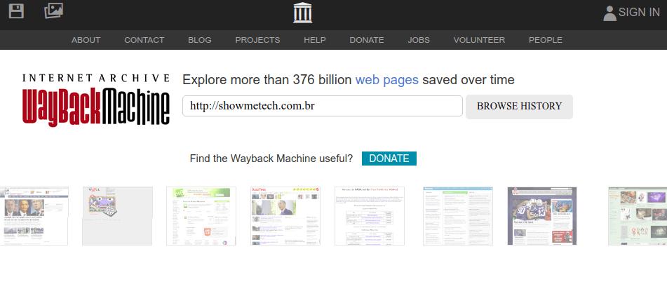O WayBack Machine tem um serviço completo para você acessar e recuperar páginas antigas