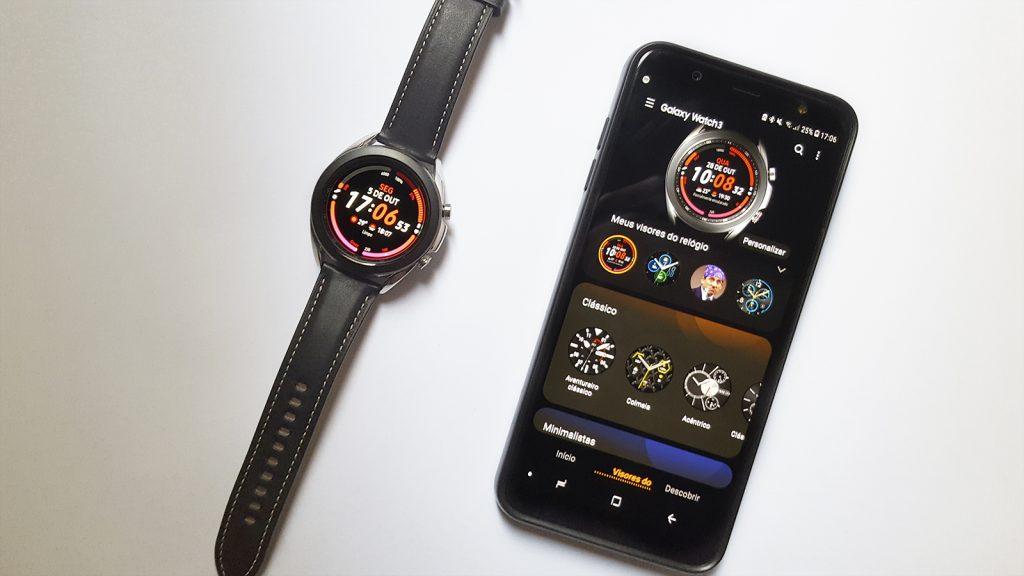 galaxy watch 3 e smartphone aberto no aplicativo Galaxy Wearable