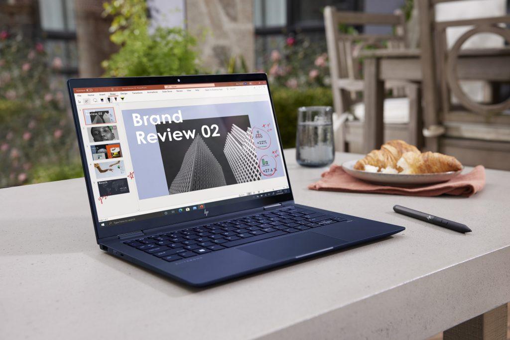 Notebook na apresentação da HP na CES 2021