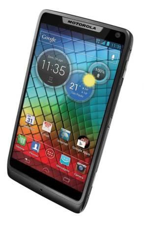 RAZR i baixa 610x953 - Motorola lança Razr-i por 1.169 reais no Brasil