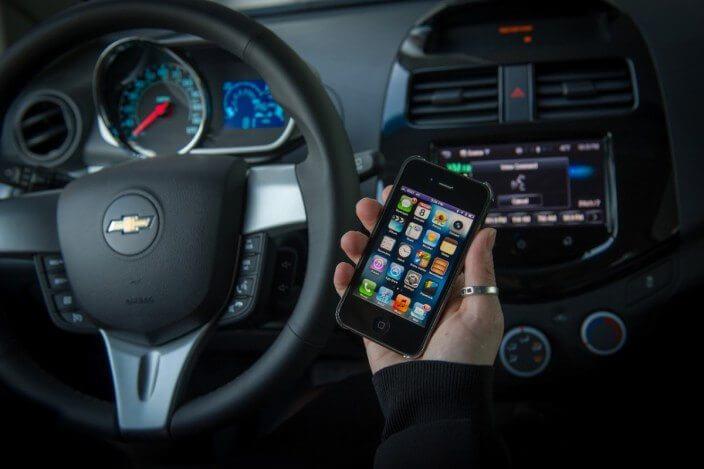 "chevymylinksiri05 medium - Chevrolet Spark e Sonic são os primeiros carros com Siri ""Eyes Free"""