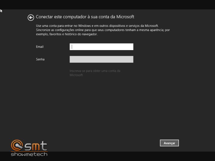 É obrigatório o login com uma conta da Microsoft. Pelo menos na versão preview do Windows 8.1.