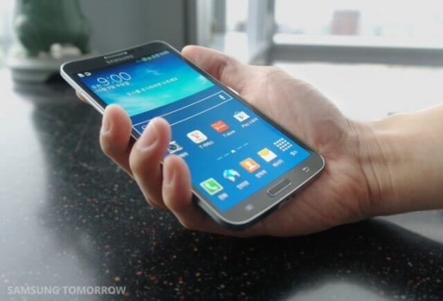 Samsung anuncia smartphone com tela OLED curvada