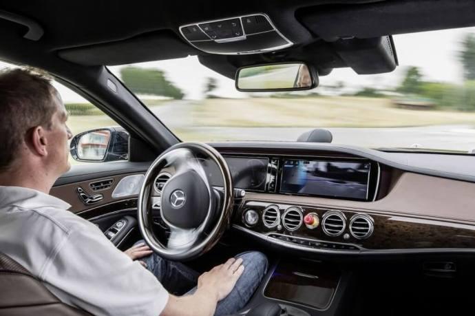 Mercedes Benz S500 Intelligent Drive 4 720x479 - Conheça o S500 Intelligent Drive, protótipo de carro autônomo da Mercedes Benz
