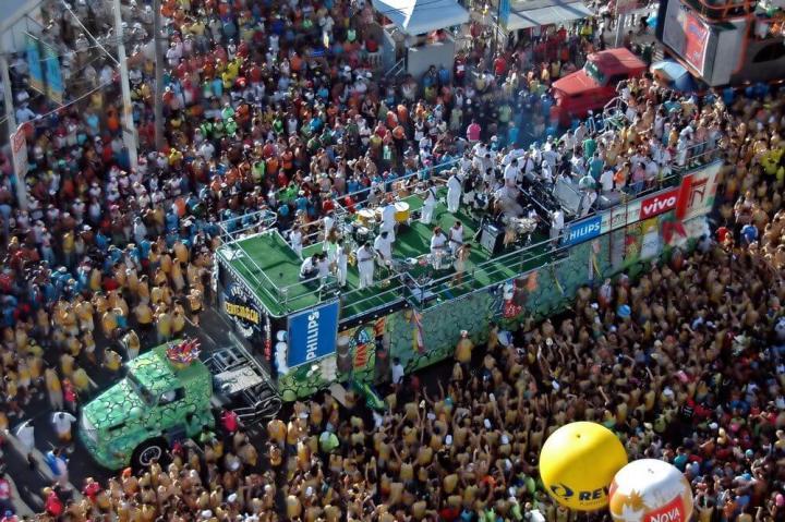 dicas para aproveitar o carnaval com o celular vinicius tupinamba shutterstock com  720x479 - Carnaval: dicas para evitar riscos e aproveitar a folia com o celular