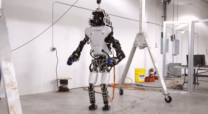 Robô Atlas segue como predileto para o final do DARPA Robotics Challenge