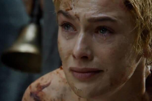 A atriz Lena Headey, Cersei numa das cenas mais dramáticas da personagem (Foto: Reprodução/HBO)
