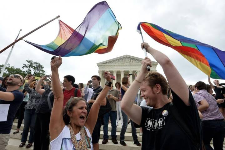 smt gaywin people 720x479 - Facebook fica colorido após EUA aprovar o casamento entre pessoas do mesmo sexo