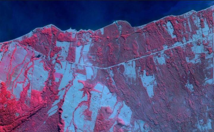 O vulcão Calbuco no sul do Chile despeja cinzas, na sequência duas erupções maciças, em abril de 2015, em Ensenada, Chile, 29 de abril de 2015. (Daily Overview)