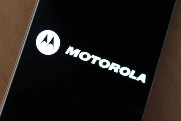 """smt bounce capa 720x480 - Rumor indica que Motorola está desenvolvendo o Bounce, o celular """"inquebrável"""""""