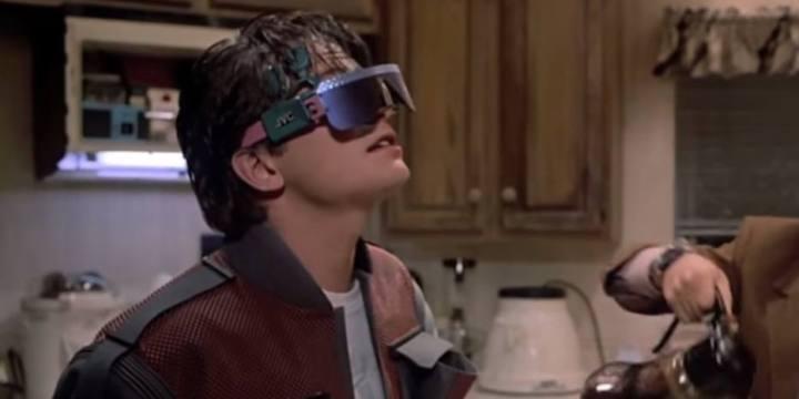 """oculos de realidade virtual bttf 720x360 - Veja o que deu certo e errado em 14 previsões de """"De Volta para o Futuro"""" para 2015"""