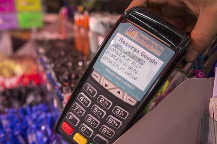 maquininha google play 720x480 - Google Play lança Recarga, sistema de créditos pré-pagos