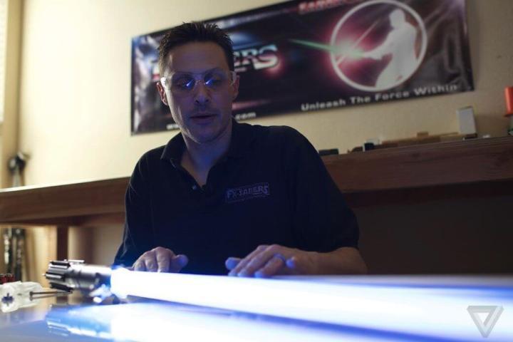 """michael yoda 720x480 - Michael Murphy """"Yoda"""", é o cara que faz os melhores sabres de luz do mundo"""