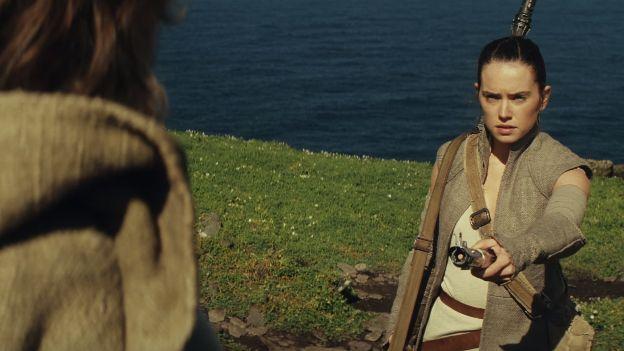 Cena inicial de Star Wars: Episódio VIII, Rey e Luke