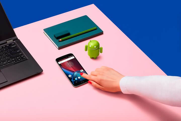 Moto-G-Plus_Black_Front_Lifestyle