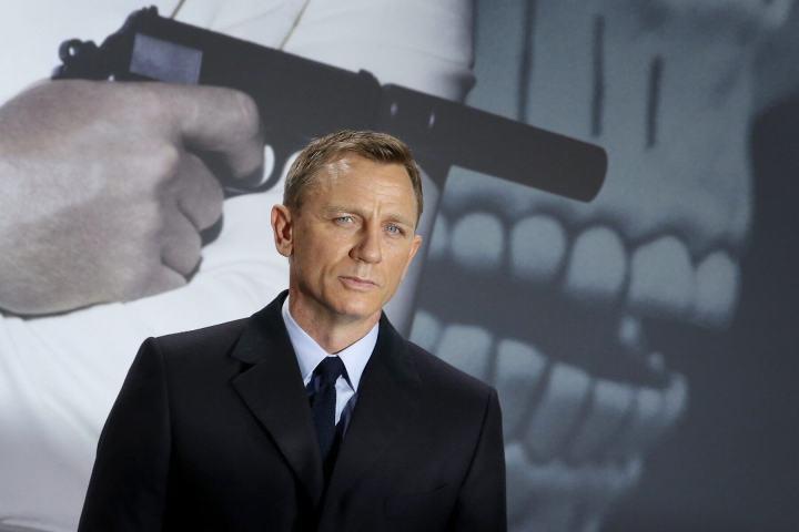 "p1 6 720x480 - Gillian Anderson faz ""campanha"" para ser 007"