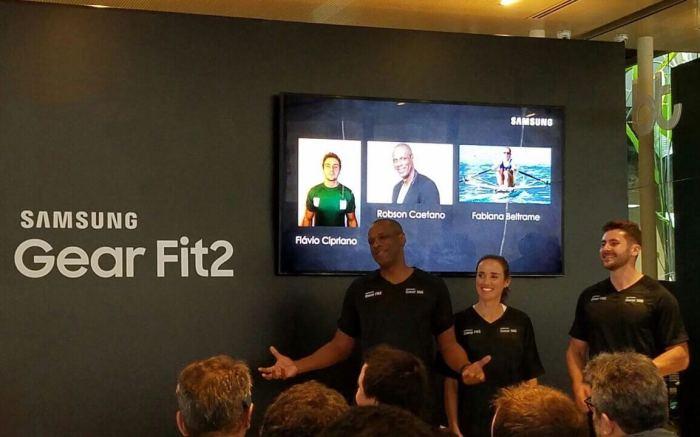 Robson Caetano, Fabiana Beltrame e Flávio Cipriano no lançamento do Gear Fit2
