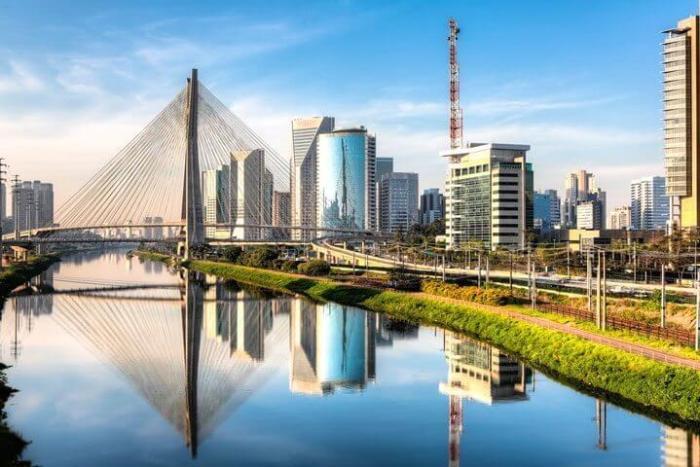 São Paulo Brasil shutterstock 153080222 720x480 - Turista Tech: apps, números e informações essenciais para quem está chegando ao Brasil