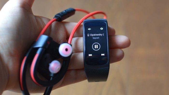 gear fit2 music 720x405 - Review: Samsung Gear Fit2, para monitorar atividades com estilo