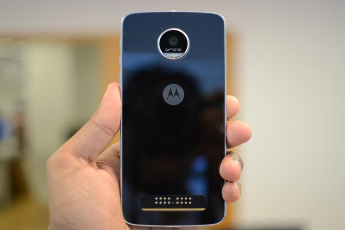 moto z play droid and hasselblad mod hands on 11 970x647 c 720x480 - Review: Moto Z Play, o celular que a bateria dura para sempre