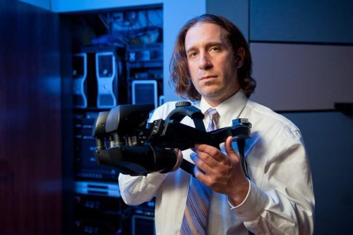 Jeremy Bailenson: é por causa dele que hoje podemos comprar um óculos de realidade virtual.