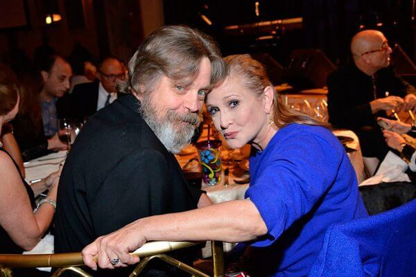 Carrie Fisher e Mark Hamill durante as gravações de O Despertar da Força (2016)