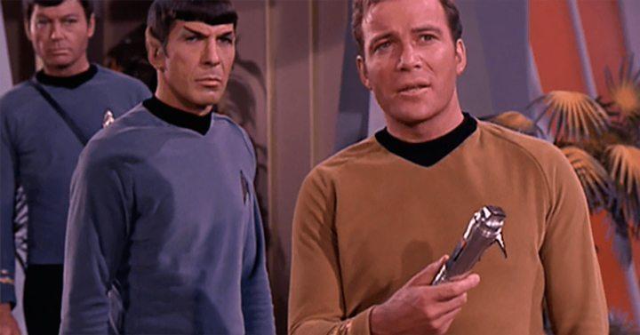 O Tradutor Universal de Star Trek parece brinquedo de criança na frente do Pilot Translator Kit