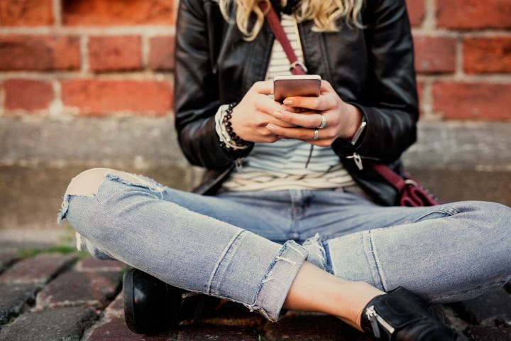 digitando no iPhone 720x480 - Aplicativos indispensáveis para novos usuários do iPhone