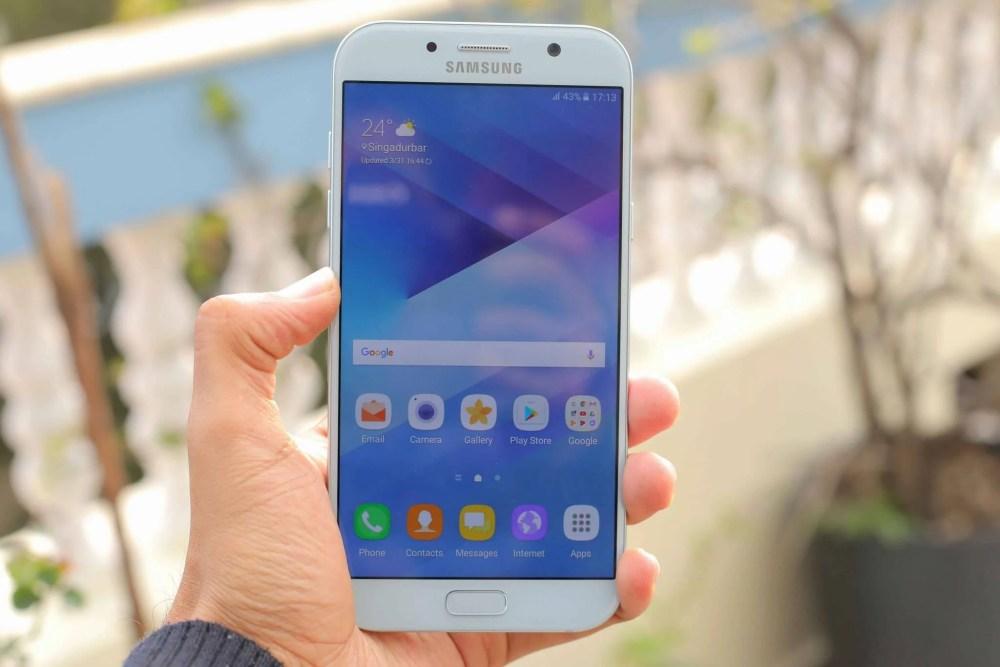 Samsung Galaxy A7 2017 5 - Comparativo: Galaxy A7 ou Moto Z2 Play?