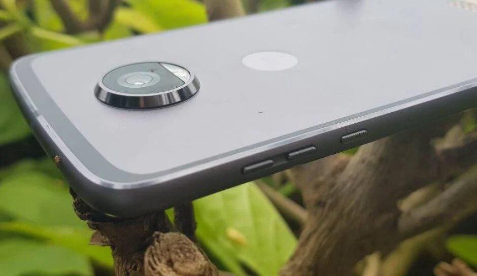 moto 2 - Comparativo: Galaxy A7 ou Moto Z2 Play?