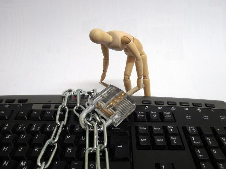 stature 935643 1920 720x538 - ENTREVISTA: MafiaBoy, um dos 10 maiores hackers do Mundo