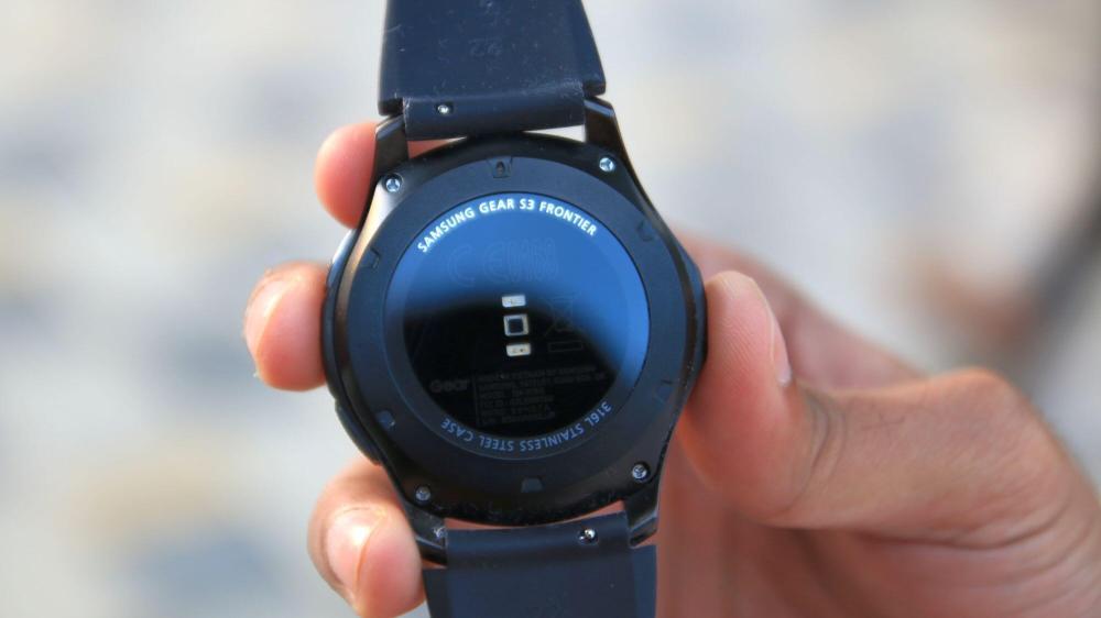 gear s3 frontier review 7 1 - Samsung desenvolve app que controla alarmes e luzes do carro por smartwatch