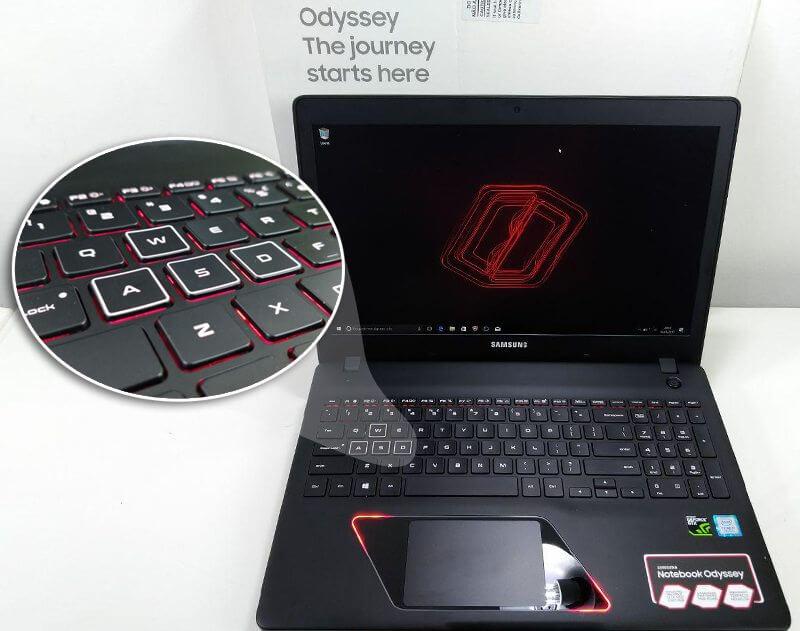 teclado retro iluminado odyssey samsung - Review: Samsung Odyssey, o notebook gamer com placa de vídeo de desktop